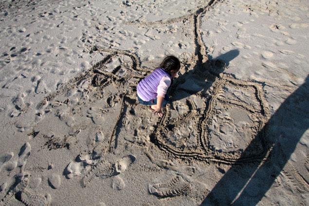 入田浜の海岸で写真撮影