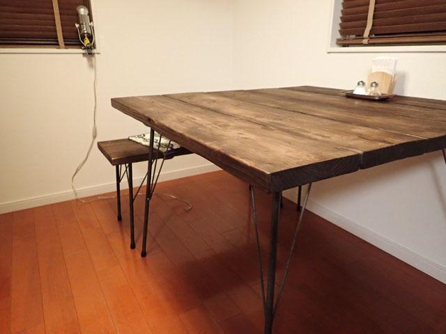鉄脚と足場材を使ったダイニングテーブル